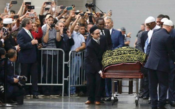 100232176_coffin-muhammadali-large_trans++YbHyc_BzkV-wGdElElElaOyiAEdgyBFPViFyLVpuSm8